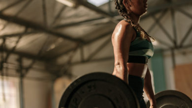 Lifting Weights Cut Heart Attack Risk- Study